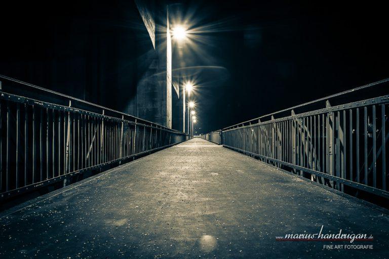 Brücke in der Dunkelheit