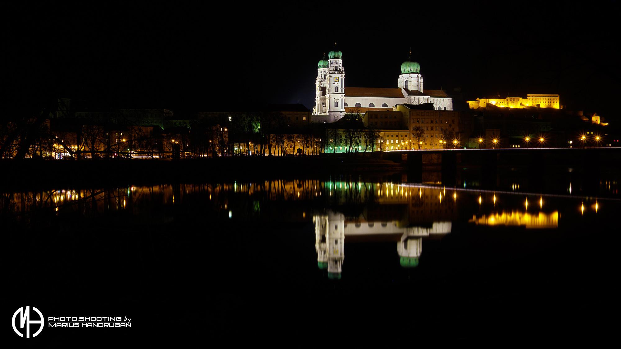 Dom und Oberhaus in Passau bei Nacht