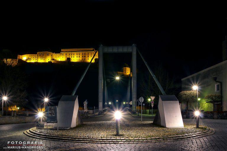 Oberhaus in Passau bei Nacht beleuchtet