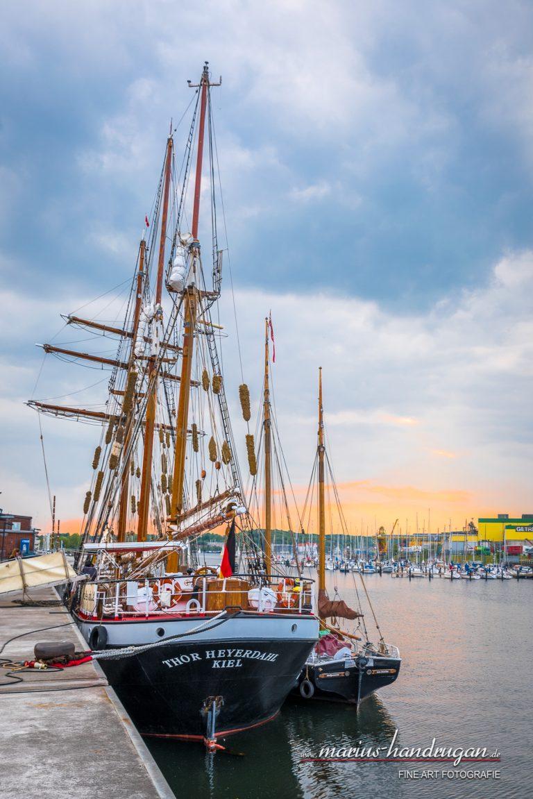 Altes Schiff im Hafen Kiel